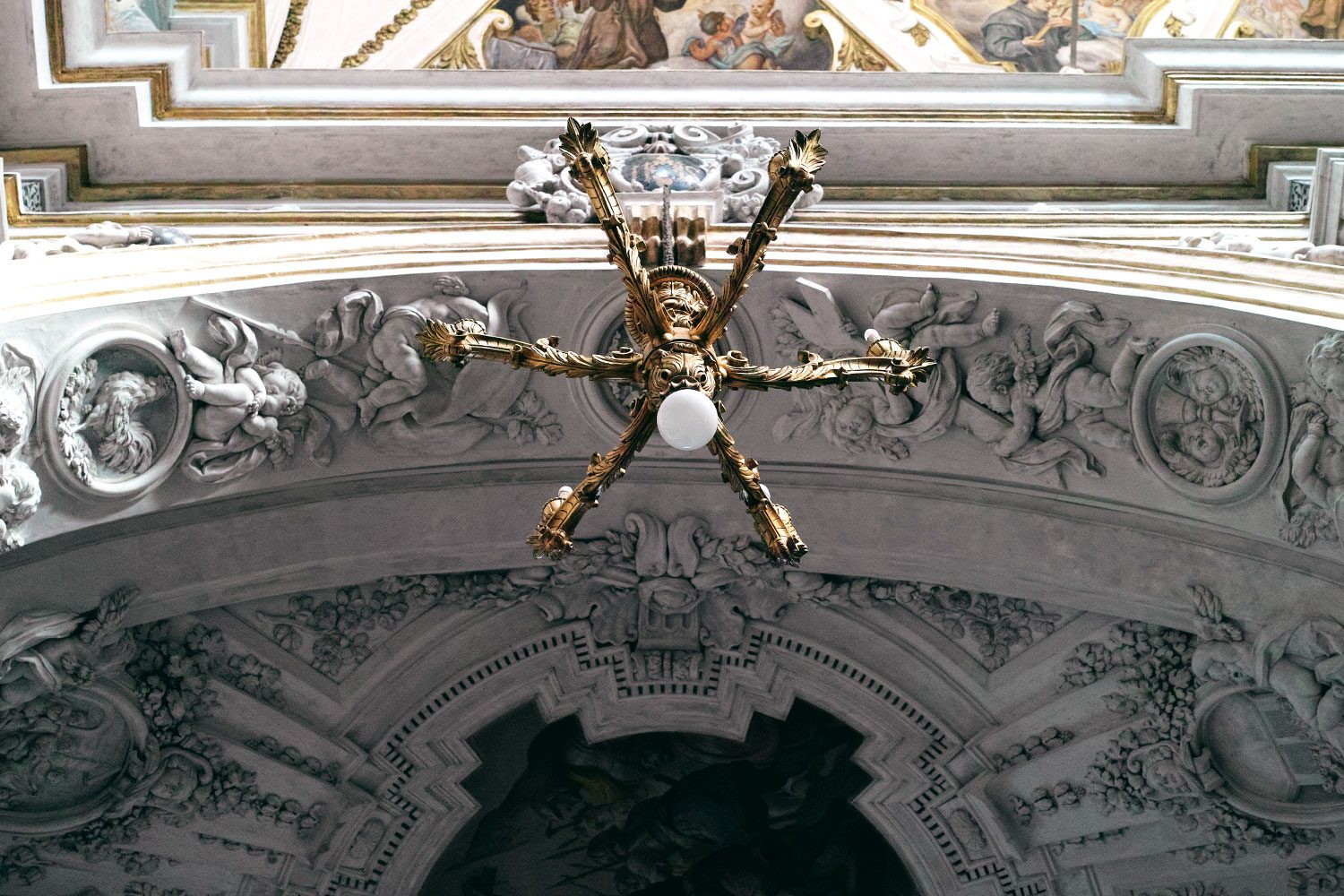 panorama__chandelier_sicily_thevoyageur001