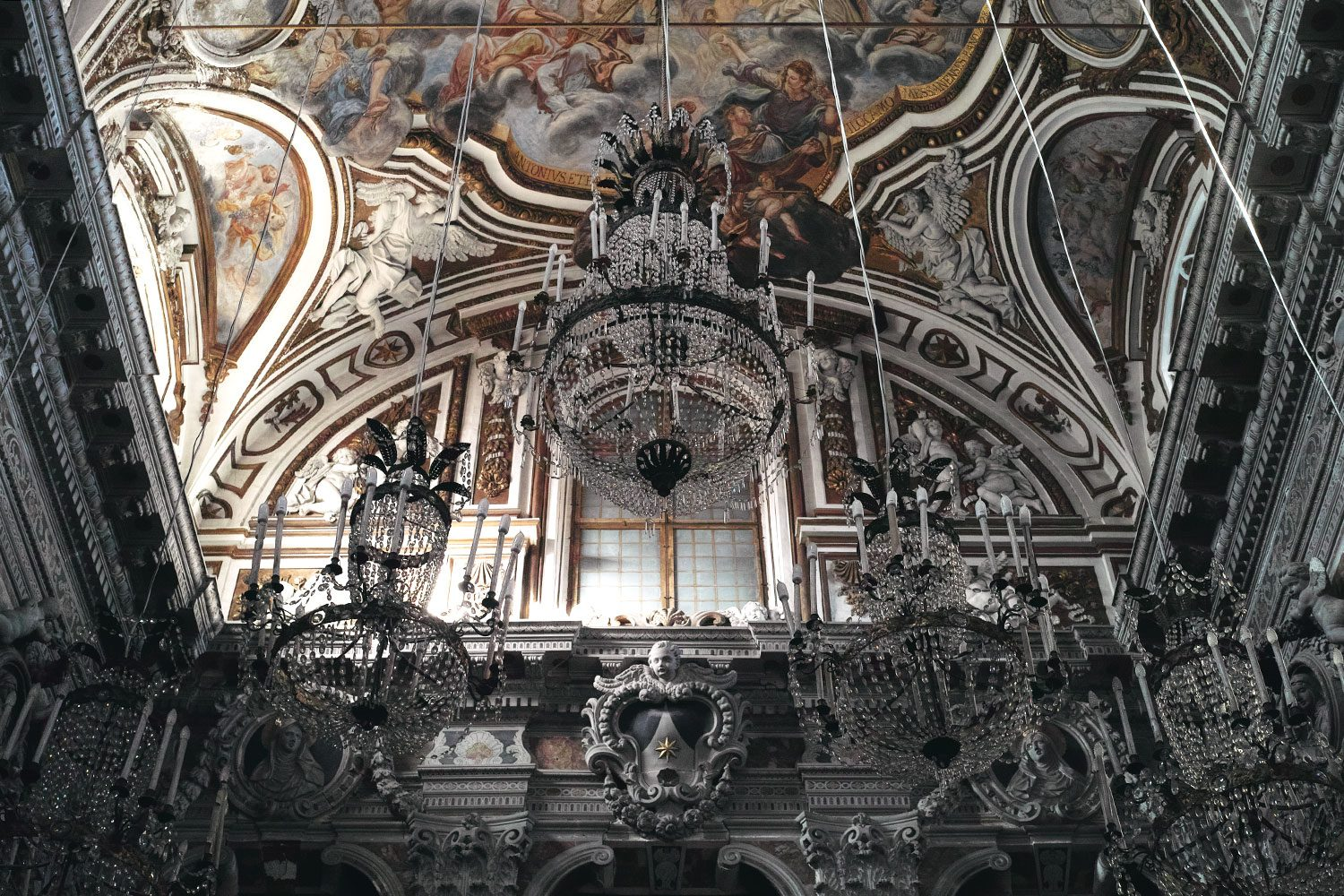 panorama__chandelier_sicily_thevoyageur007