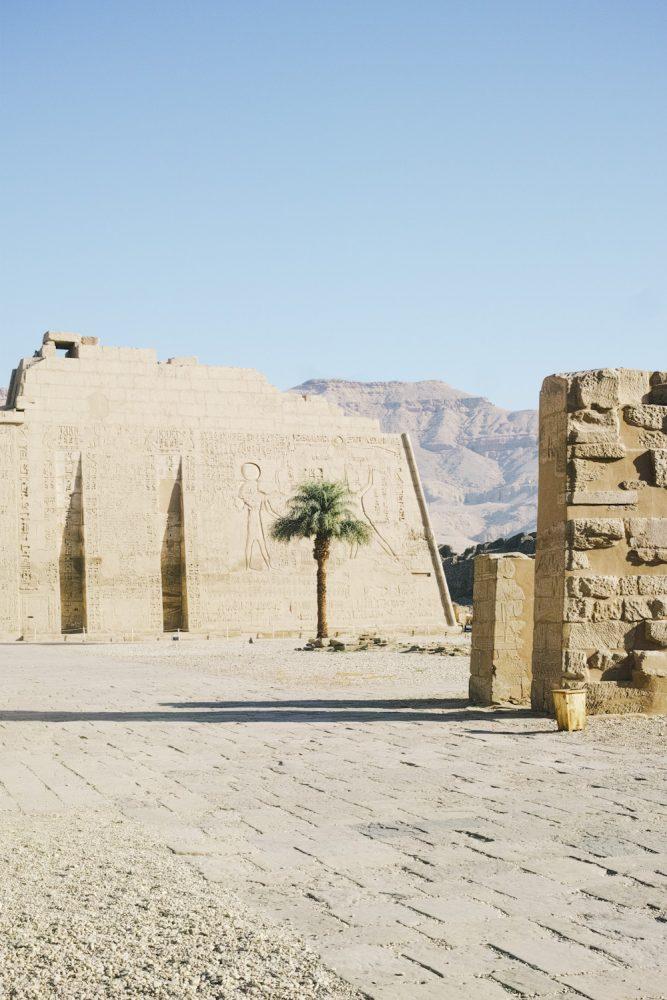 medinet_habou_temple_egypt_thevoyageur003