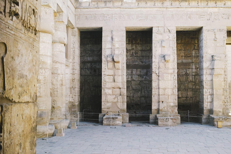 medinet_habou_temple_egypt_thevoyageur019