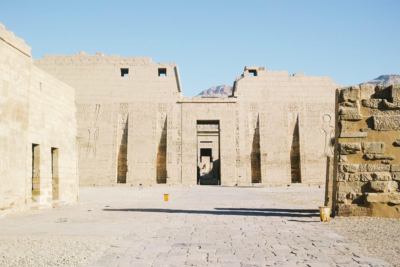 medinet_habou_temple_egypt_thevoyageur023