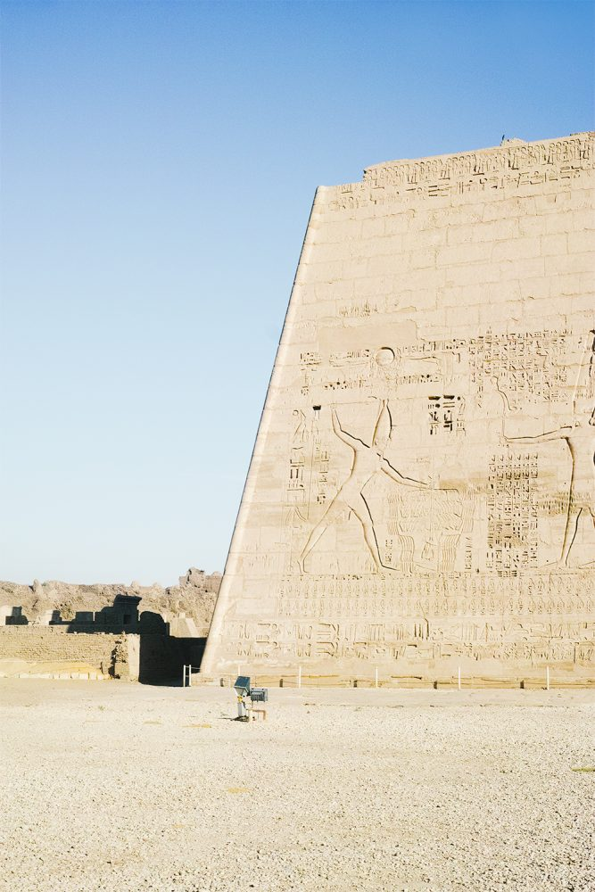 medinet_habou_temple_egypt_thevoyageur024