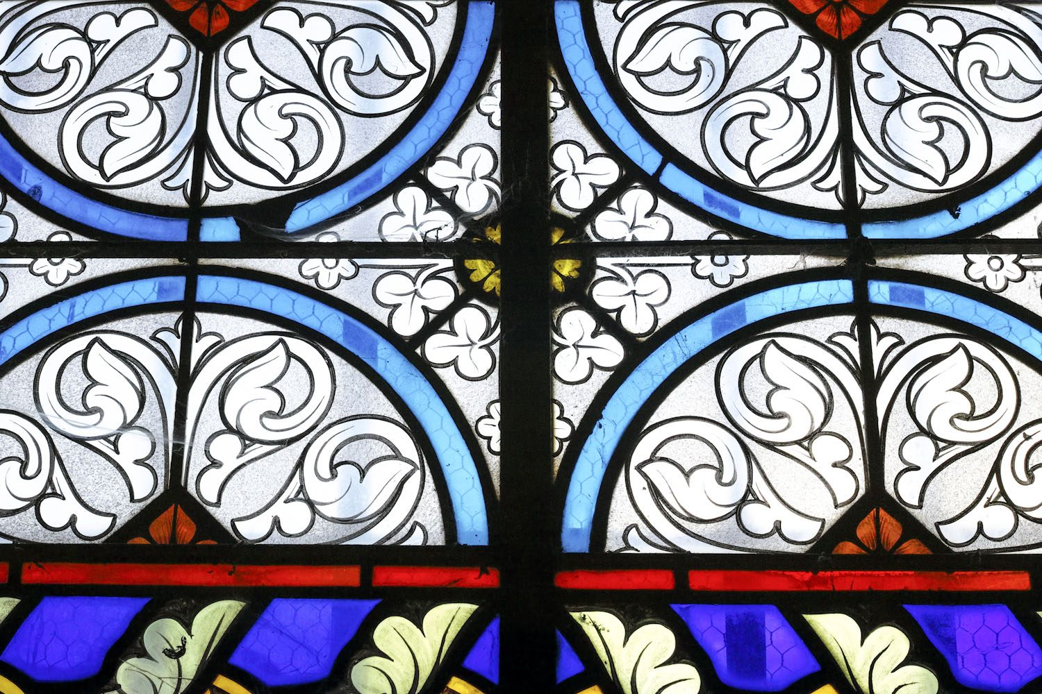stained_glass_windows_cantal_france_finland_thevoyageur003