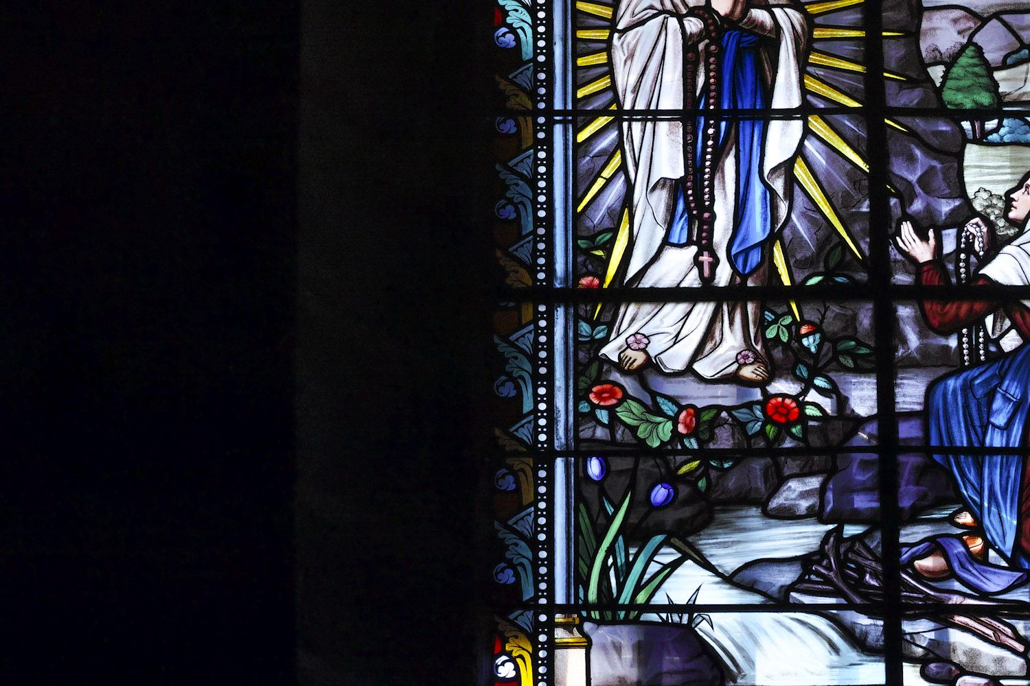 stained_glass_windows_cantal_france_finland_thevoyageur005