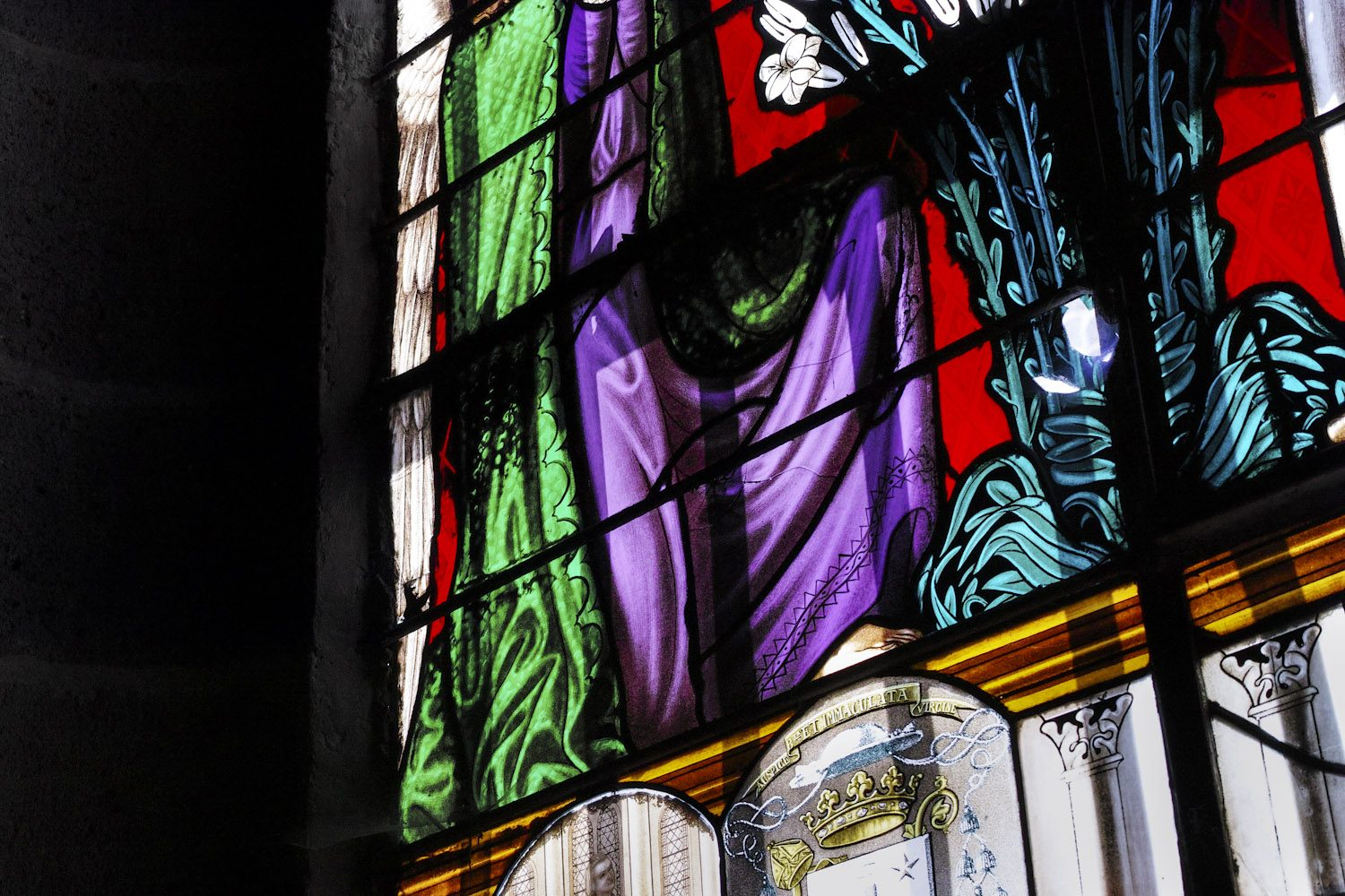 stained_glass_windows_cantal_france_finland_thevoyageur006