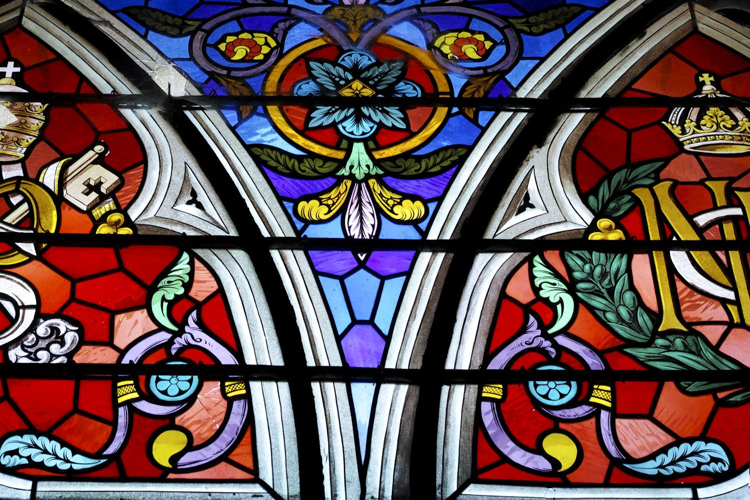stained_glass_windows_cantal_france_finland_thevoyageur008