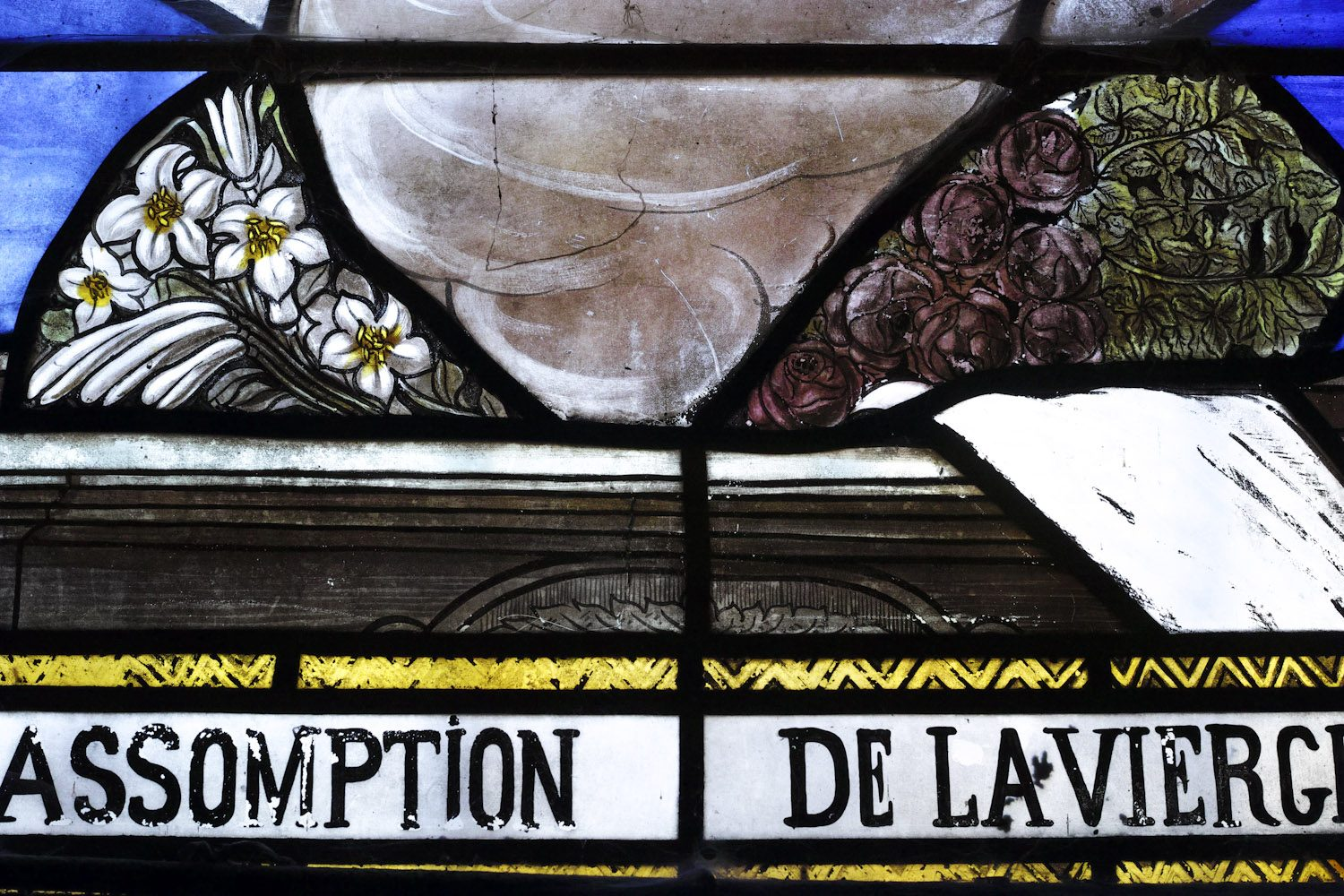 stained_glass_windows_cantal_france_finland_thevoyageur012