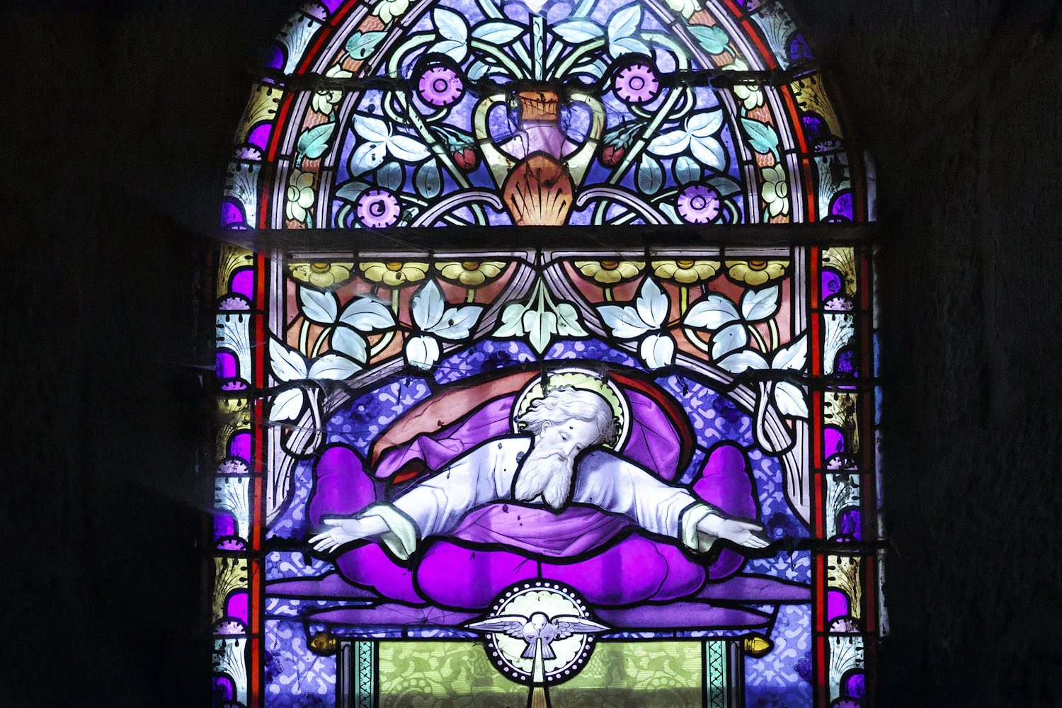 stained_glass_windows_cantal_france_finland_thevoyageur013