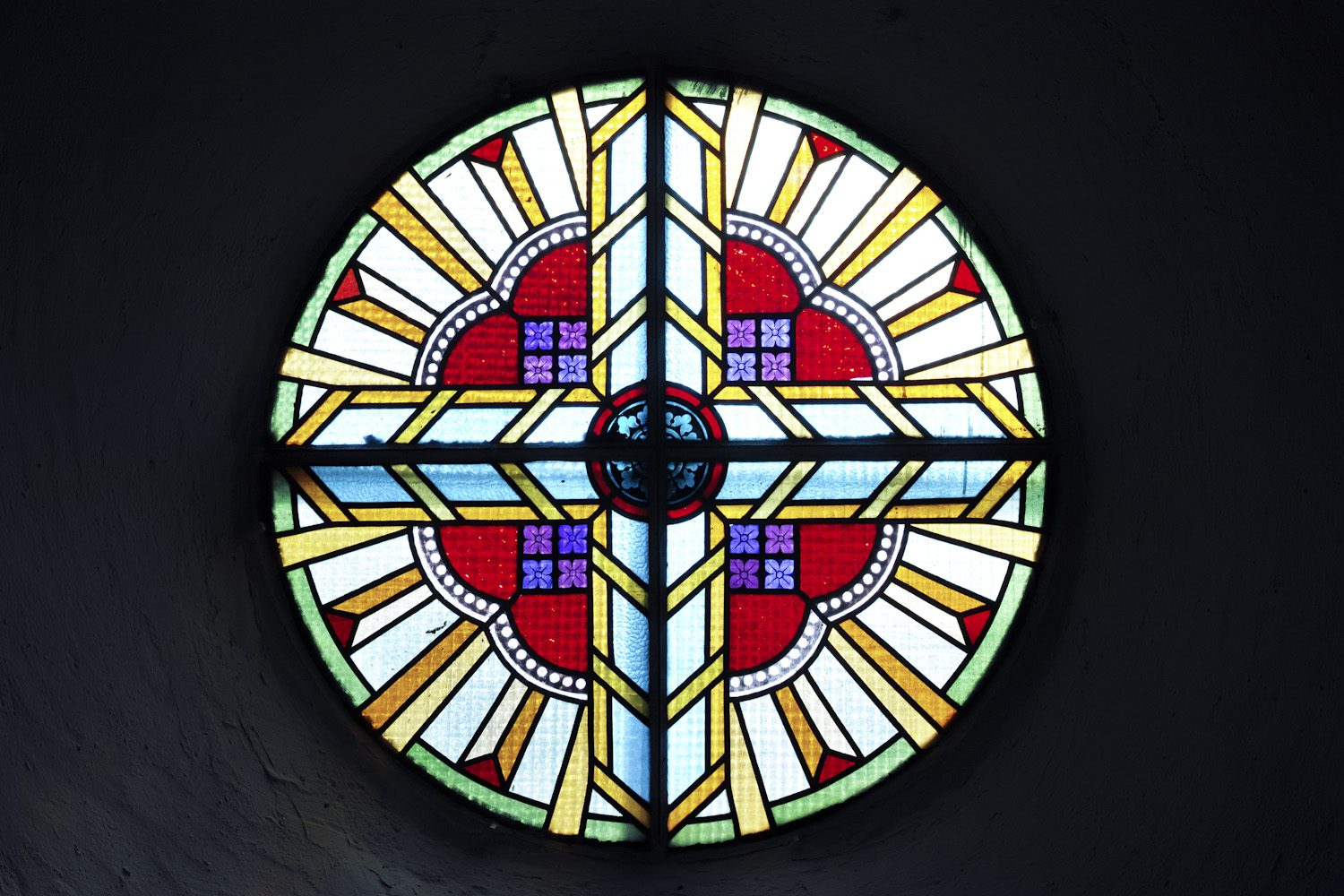 stained_glass_windows_cantal_france_finland_thevoyageur014