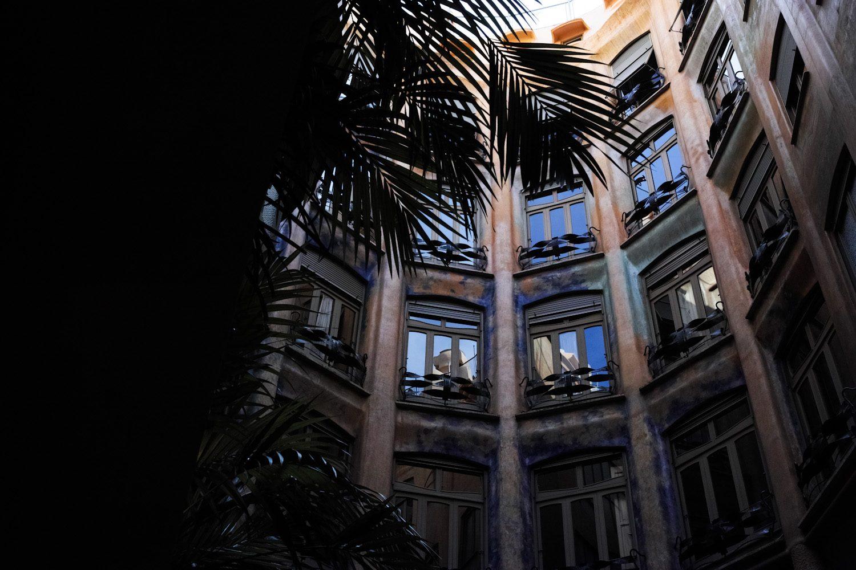 panorama_gaudiinteriors_barcelona_spain_thevoyageur (22)